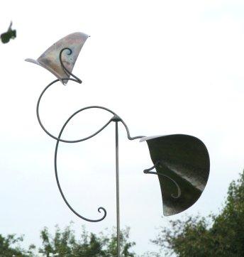metallkunst im garten geschmiedete windobjekte. Black Bedroom Furniture Sets. Home Design Ideas